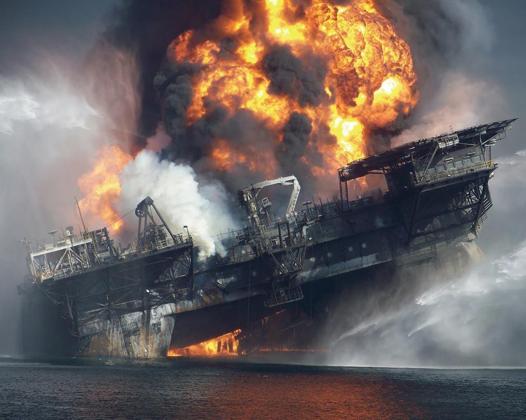 Oil-Tanker-Sinking